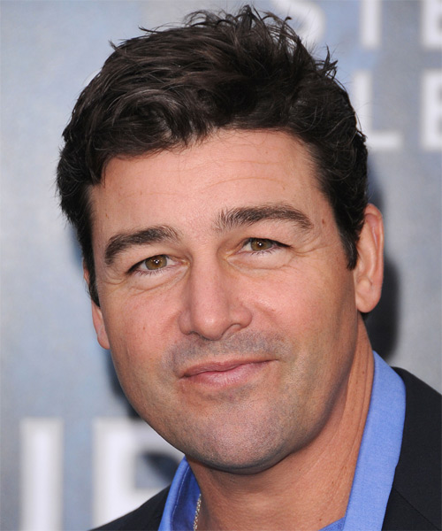 Kyle Chandler Short Straight Casual Hairstyle  Dark - Hairstyler