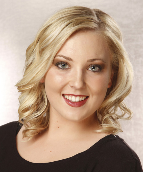 Medium Wavy Casual  - Light Blonde