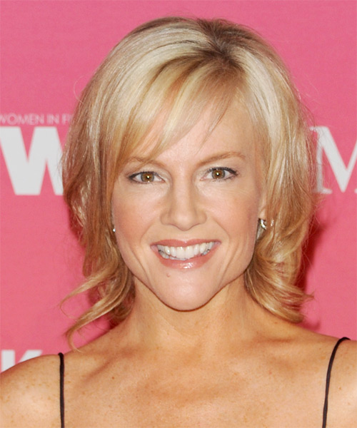 Rachael Harris Short Straight Formal Hairstyle with Side Swept Bangs - Light Blonde Hair Color