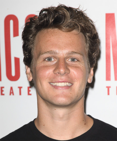 Jonathan Groff Short Wavy Hairstyle - Dark Blonde