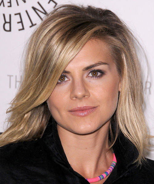 Eliza Coupe Medium Straight Hairstyle - Dark Blonde (Champagne)
