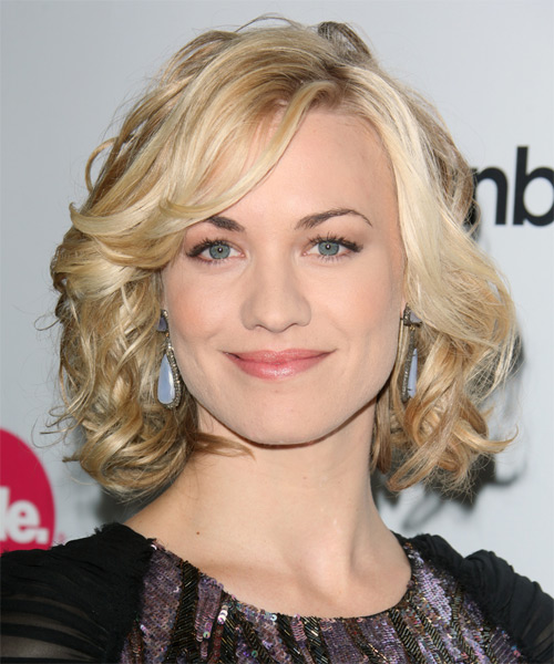 Yvonne Strahovski Medium Wavy Formal Bob Hairstyle - Light Blonde (Golden) Hair Color