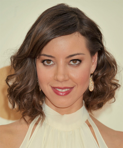 Aubrey Plaza Medium Wavy Casual  - Medium Brunette