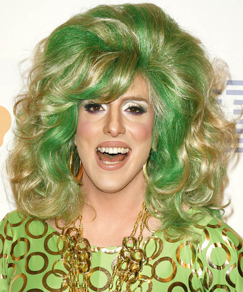 Hedda Lettuce Long Wavy Hairstyle