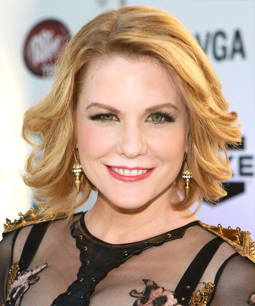 Carrie Keagan Medium Straight Bob Hairstyle - Medium Blonde