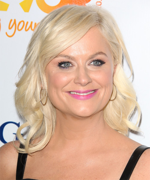 Amy Poehler - Casual Medium Wavy Hairstyle