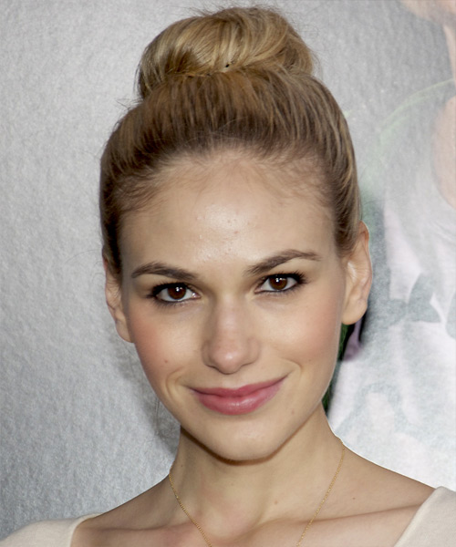 Jennifer Missoni Straight Updo hairstyle for a round face