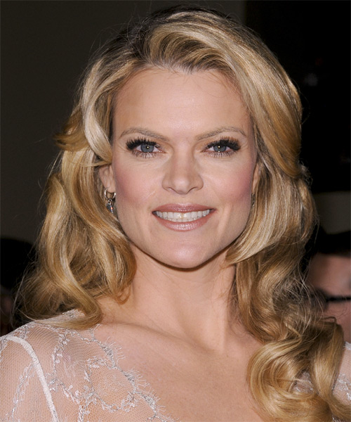 Missi Pyle Long Wavy Hairstyle - Medium Blonde