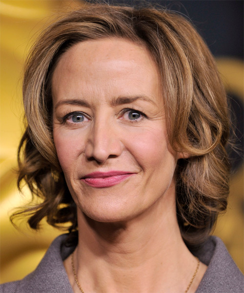 Janet McTeer Short Wavy Formal Bob Hairstyle - Light Brunette Hair Color