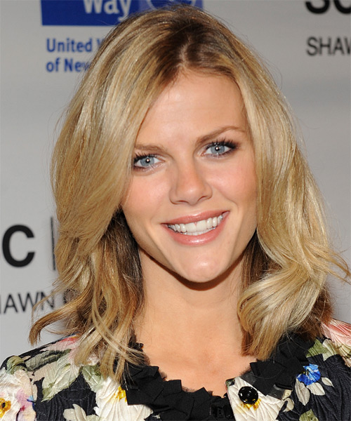 Brooklyn Decker Medium Straight Hairstyle - Medium Brunette