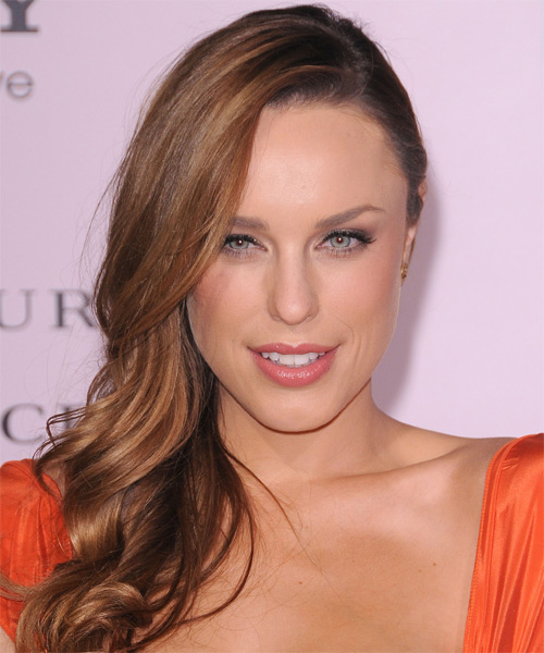 Jessica McNamee  Long Wavy Hairstyle - Medium Brunette