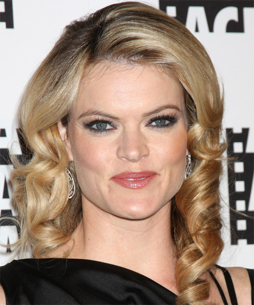 Missi Pyle Medium Wavy Hairstyle - Medium Blonde (Golden)