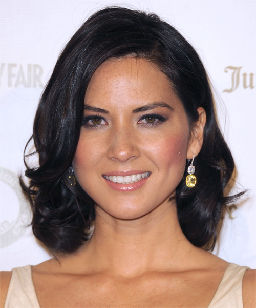 Olivia Munn Medium Wavy Hairstyle - Black