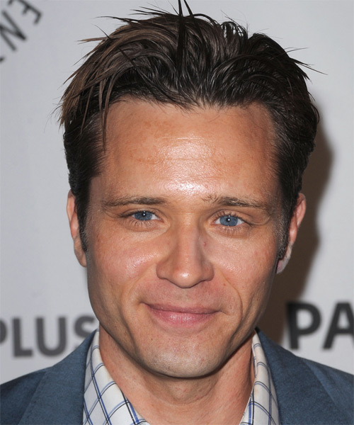 Seamus Dever Short Straight Casual Hairstyle - Medium Brunette Hair Color