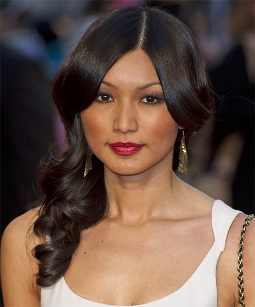 Gemma Chan Long Wavy Hairstyle - Black