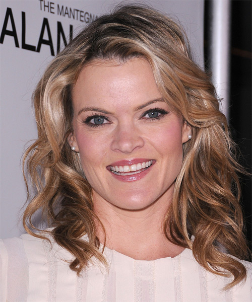 Missi Pyle Medium Wavy Casual Hairstyle - Dark Blonde (Champagne) Hair Color
