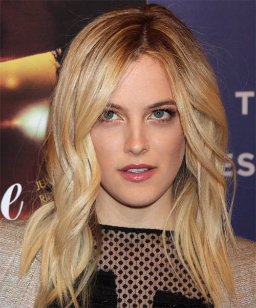Riley Keough Medium Wavy Hairstyle - Dark Blonde