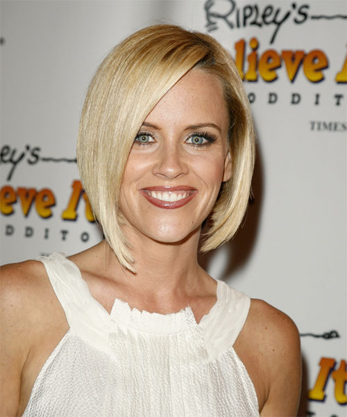 Jenny McCarthy Medium Straight Hairstyle
