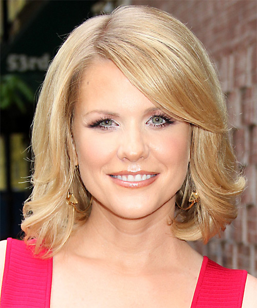 Carrie Keagan Medium Straight Formal Bob Hairstyle with Side Swept Bangs - Medium Blonde (Golden) Hair Color