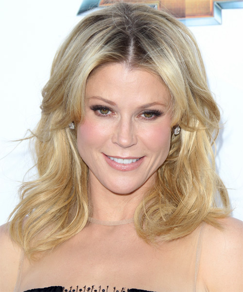 Julie Bowen Medium Straight Casual Hairstyle - Light Blonde (Golden) Hair Color