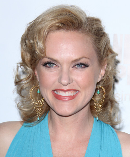 Elaine Hendrix Medium Curly Hairstyle - Medium Blonde (Ash)