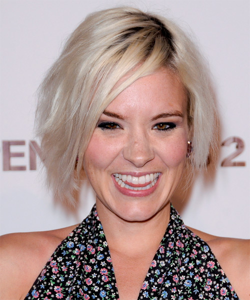Brea Grant Short Straight Casual Bob Hairstyle with Side Swept Bangs - Light Blonde (Platinum) Hair Color
