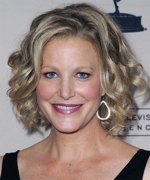 Anna Gunn Medium Wavy Bob Hairstyle - Medium Blonde (Ash)