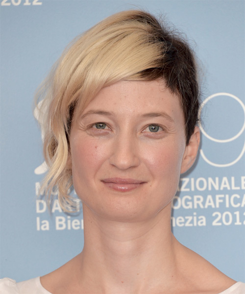 Alba Rohrwacher Short Straight Hairstyle - Medium Brunette