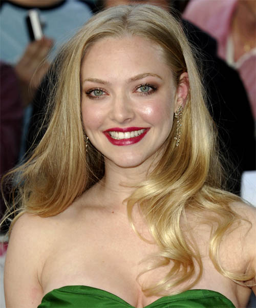 Amanda Seyfried Long Wavy Hairstyle