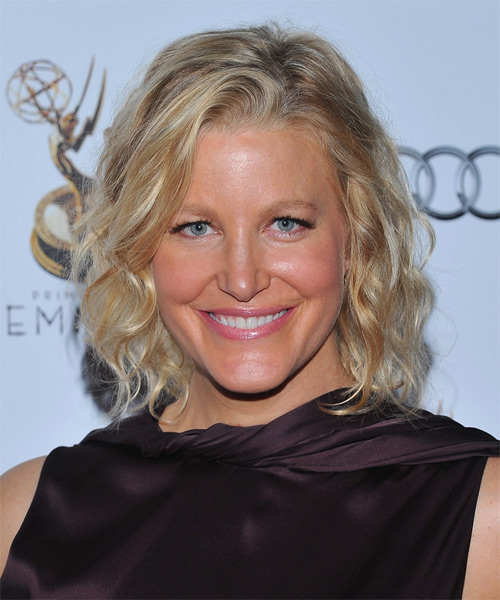 Anna Gunn Medium Wavy Casual Bob Hairstyle - Medium Blonde (Golden) Hair Color