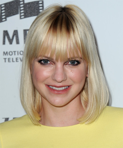Anna Faris Medium Straight Casual Hairstyle with Blunt Cut Bangs - Light Blonde Hair Color