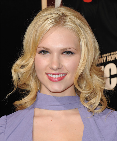 Claudia Lee Medium Wavy Hairstyle - Light Blonde