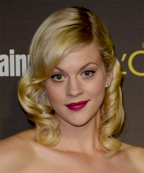 Georgia King Medium Wavy Hairstyle - Medium Blonde