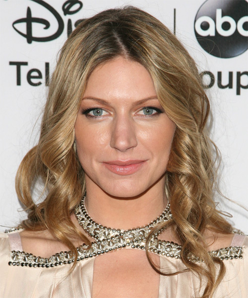 Jes Macallan Medium Wavy Hairstyle - Dark Blonde