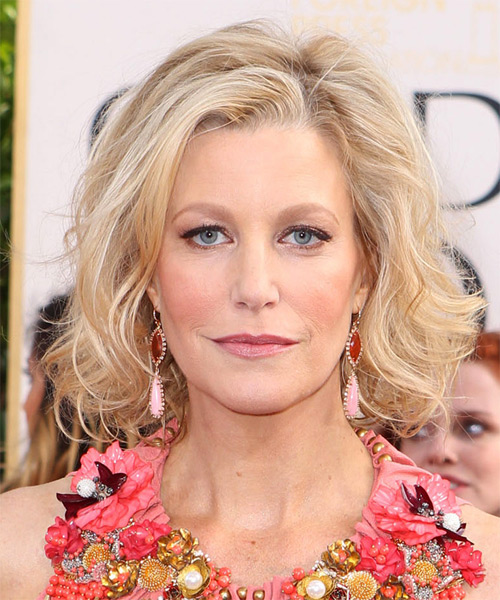 Anna Gunn Medium Wavy Casual Bob Hairstyle - Light Blonde Hair Color