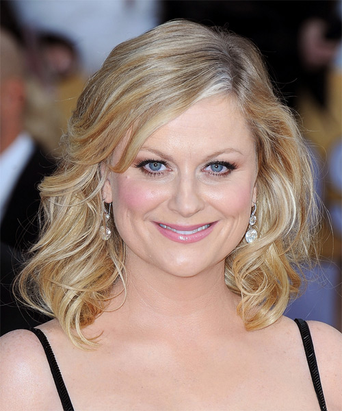 Amy Poehler Medium Wavy Casual  (Golden)