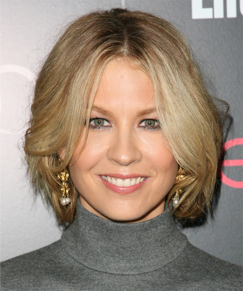 Jenna Elfman Medium Straight Casual Bob Hairstyle - Medium Blonde Hair Color