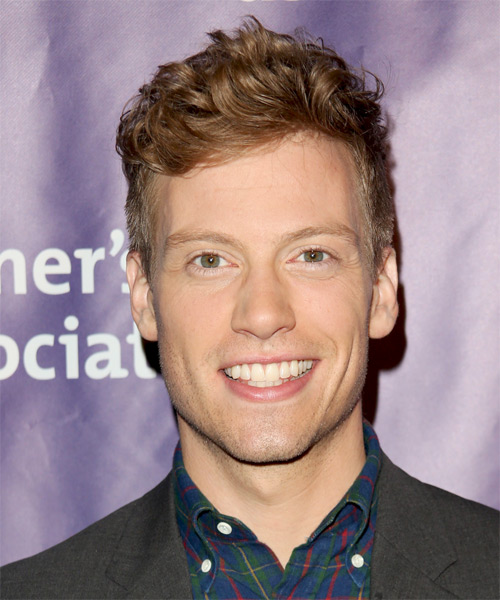 Barrett Foa Short Wavy Hairstyle - Light Brunette