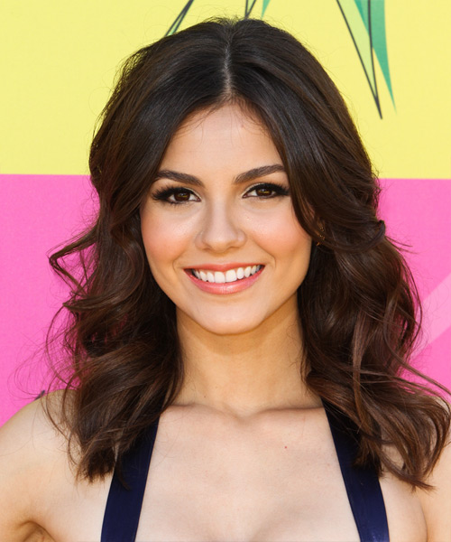 Victoria Justice Medium Wavy Casual