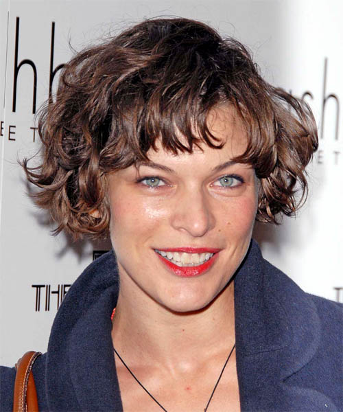 Medium Heart Shaped Hairstyles. Heart-shaped Face: A heart shaped face is. Short Wavy Casual hairstyle: Milla Jovovich | TheHairStyler.com