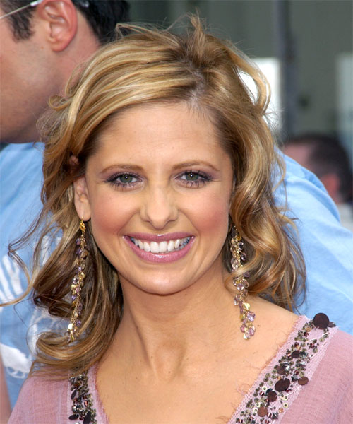 Sarah Michelle Gellar - Casual Medium Wavy Hairstyle