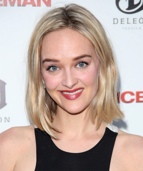 Jess Weixler  Medium Straight Casual Hairstyle - Light Blonde Hair Color
