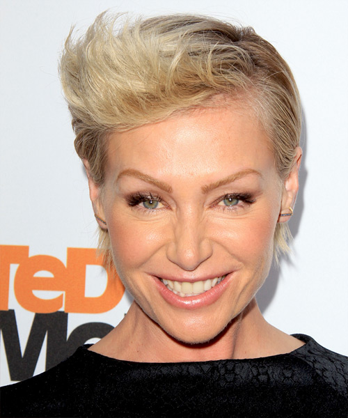 Portia De Rossi Short Straight Formal Hairstyle - Light Blonde