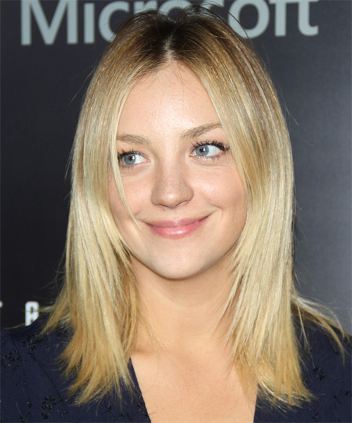 Abby Elliott Medium Straight Casual Hairstyle - Light Blonde Hair Color