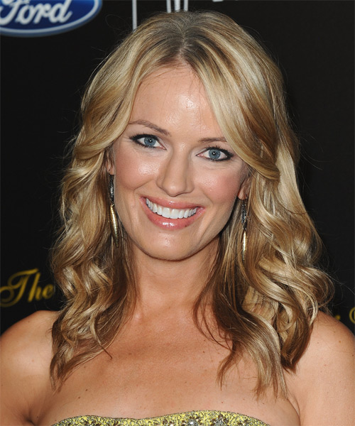 Brooke Anderson Medium Wavy Casual Hairstyle