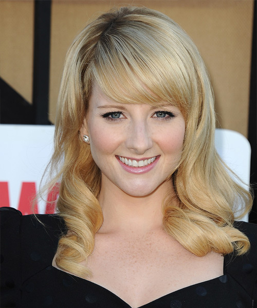Melissa Rauch Long Wavy Hairstyle