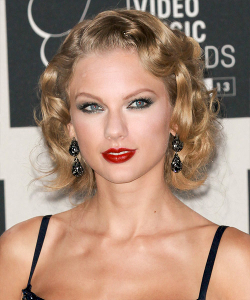 Taylor Swift Medium Wavy Formal