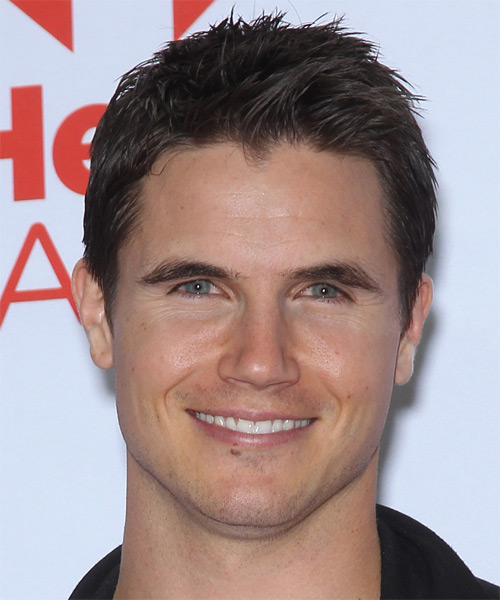 Robbie Amell Short Straight Hairstyle