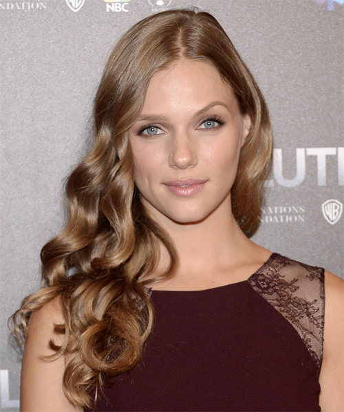 Tracy Spiridakos Wavy Formal