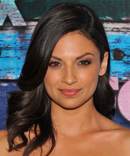 Floriana Lima Medium Wavy Hairstyle